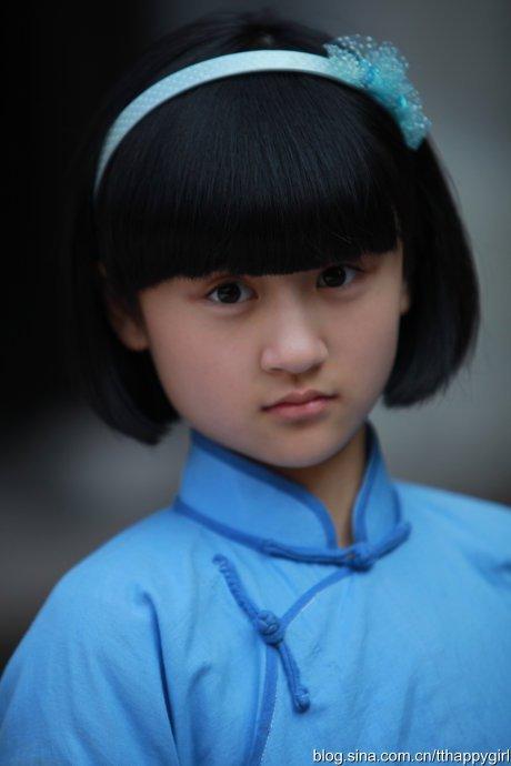 """""""00后""""童星  陆子艺出生于2001年2月24日 陆子艺参演过不少的电视剧和电影作品,其中有电视剧《纸醉金迷》,《生死谍恋》,《倚天屠龙记》;《天涯赤子心》等。"""