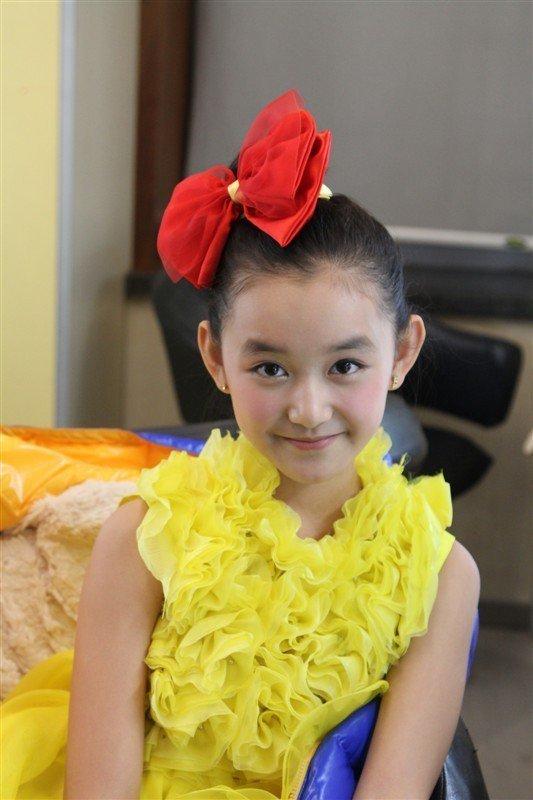 """""""00后""""童星  蒋依依出生于2001年1月1日 蒋依依拍摄过许多热播的电视剧,其中就有《母仪天下》、《大生活》、《倚天屠龙记》、《苍穹之昴》、《美人心计》等。"""