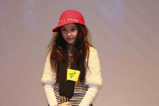 蒋依依自出道以来的演艺之路似乎一直很顺利呢,电视剧,电影MV的拍摄都有蒋依依的参与呢。